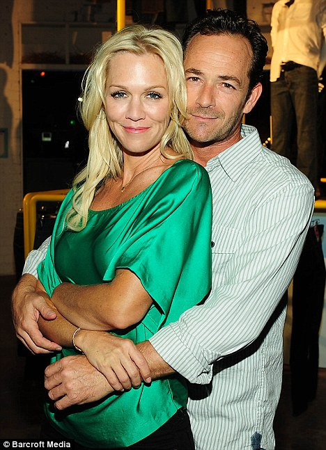 Dylan & Kelly 4-ever: Beverly Hills, 90210 stars Jennie Garth and Luke Perry affectionately reunited for a fan event at the Old Navy Bluesology Bar yesterday